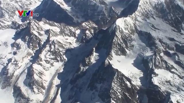 Virus 15 nghìn năm tuổi được phát hiện trong băng tại Tây Tạng - Ảnh 1.