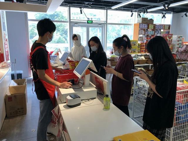 Xu hướng mua đồ ăn sắp hết đát nở rộ ở Trung Quốc - Ảnh 1.