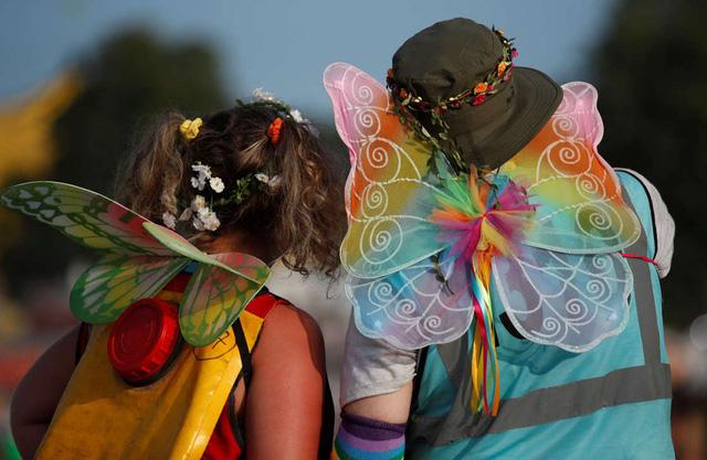 Hàng nghìn người tham gia lễ hội âm nhạc ở Anh giữa đà tăng ca nhiễm COVID-19 - Ảnh 1.