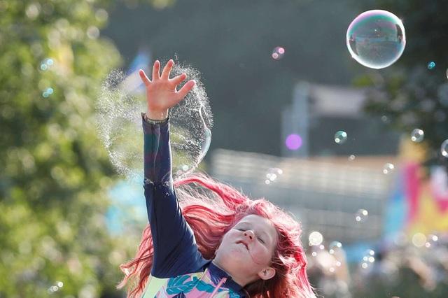 Hàng nghìn người tham gia lễ hội âm nhạc ở Anh giữa đà tăng ca nhiễm COVID-19 - Ảnh 2.