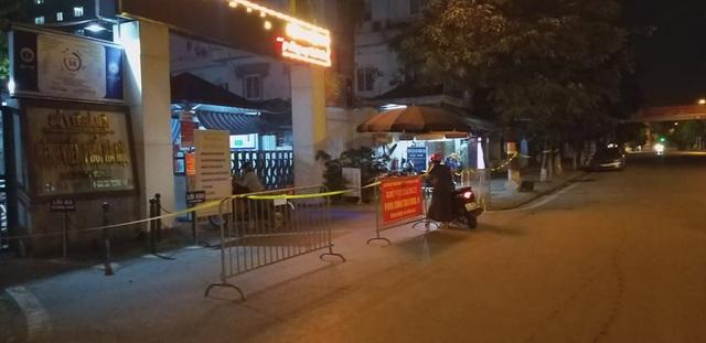 Bệnh viện Phổi Hà Nội dừng tiếp bệnh nhân sau khi phát hiện 9 ca dương tính SARS-CoV-2 - Ảnh 1.
