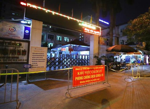 Cách ly y tế Bệnh viện Phổi Hà Nội trong 14 ngày - Ảnh 1.