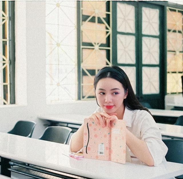Quỳnh Kool hóa nữ sinh xinh đẹp trong bộ ảnh đón tuổi 26 - Ảnh 11.