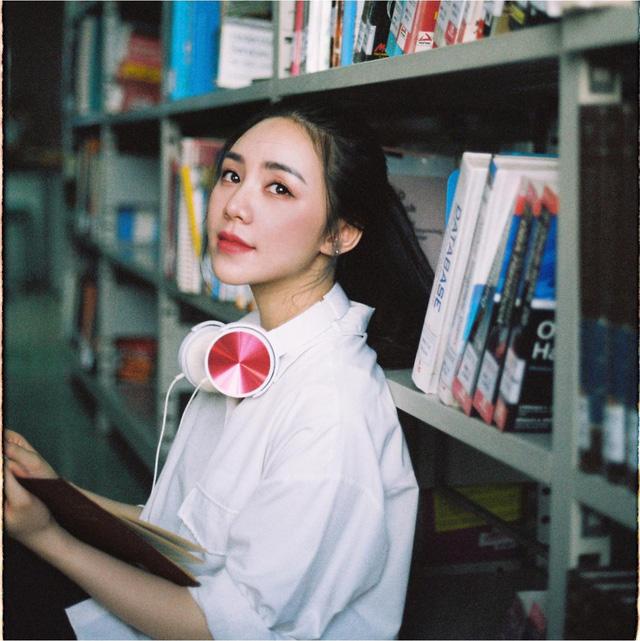 Quỳnh Kool hóa nữ sinh xinh đẹp trong bộ ảnh đón tuổi 26 - Ảnh 1.