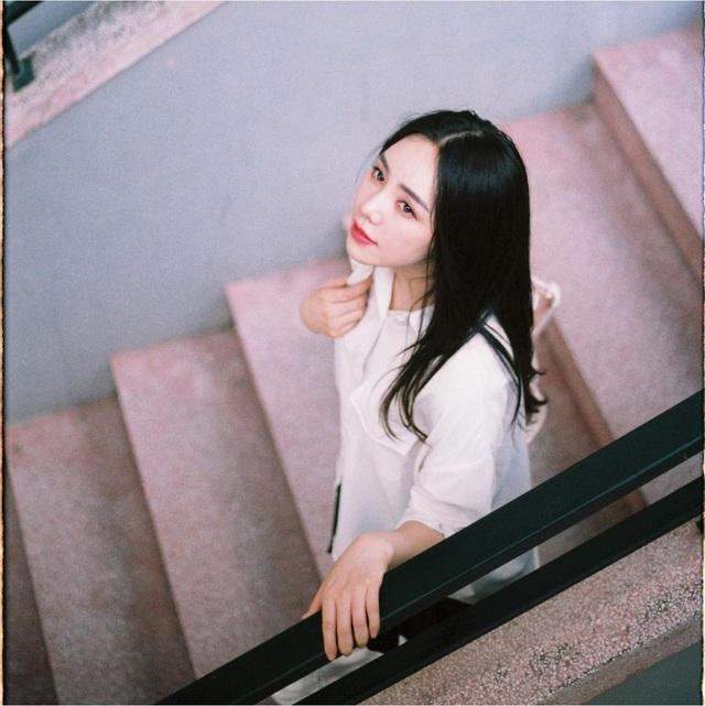 Quỳnh Kool hóa nữ sinh xinh đẹp trong bộ ảnh đón tuổi 26 - Ảnh 7.