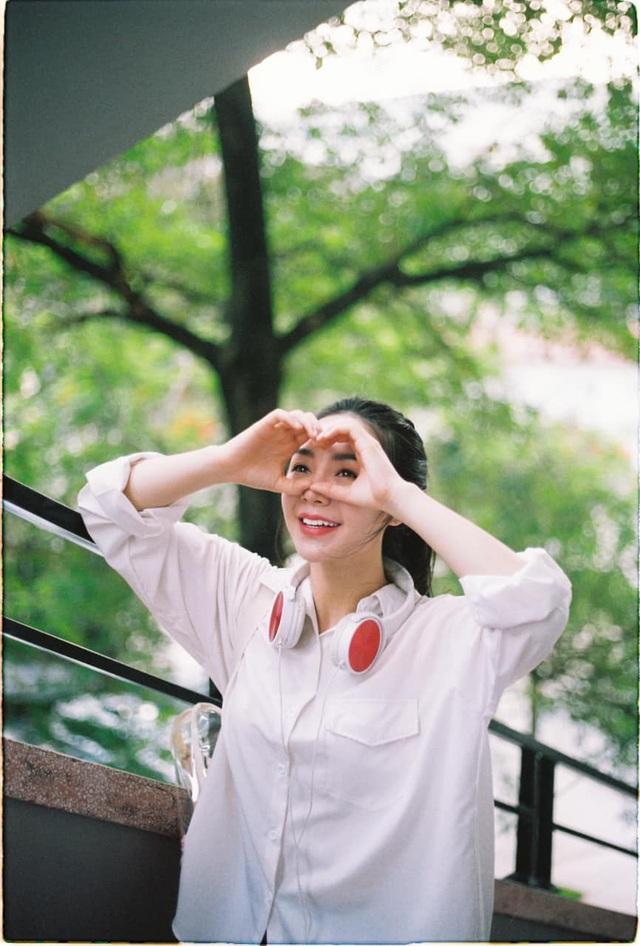 Quỳnh Kool hóa nữ sinh xinh đẹp trong bộ ảnh đón tuổi 26 - Ảnh 14.