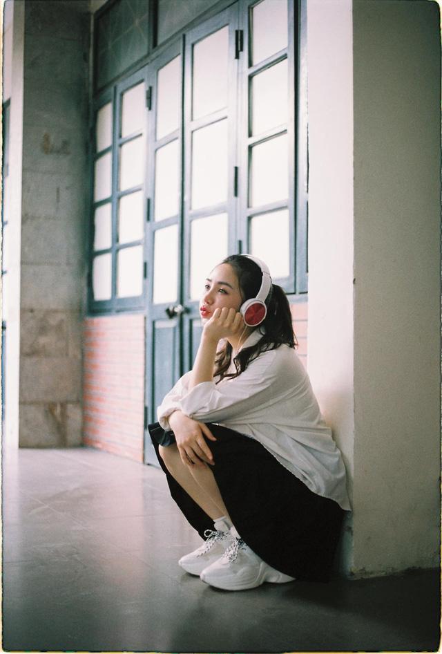 Quỳnh Kool hóa nữ sinh xinh đẹp trong bộ ảnh đón tuổi 26 - Ảnh 5.