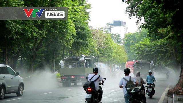 Hà Nội phun khử khuẩn diện rộng tại nhiều quận, huyện - Ảnh 6.