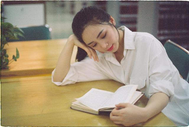 Quỳnh Kool hóa nữ sinh xinh đẹp trong bộ ảnh đón tuổi 26 - Ảnh 9.