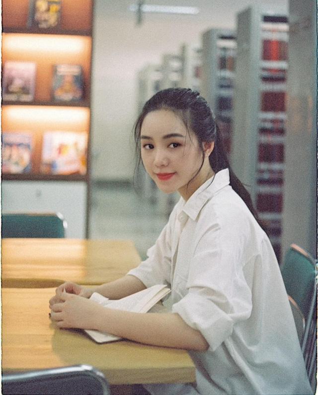 Quỳnh Kool hóa nữ sinh xinh đẹp trong bộ ảnh đón tuổi 26 - Ảnh 6.