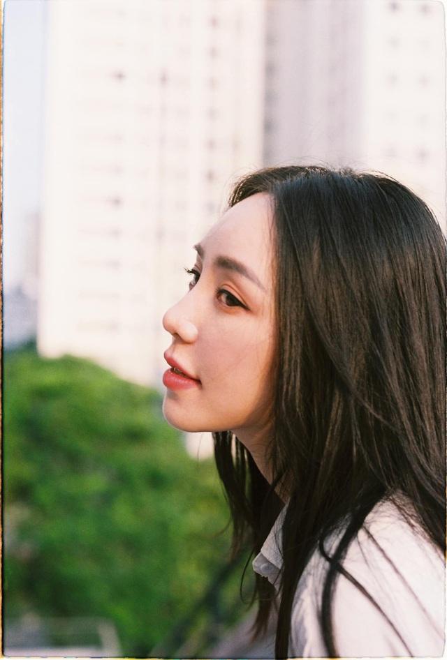 Quỳnh Kool hóa nữ sinh xinh đẹp trong bộ ảnh đón tuổi 26 - Ảnh 8.