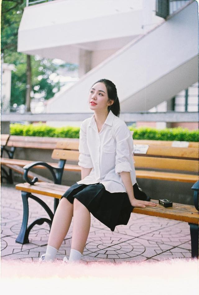 Quỳnh Kool hóa nữ sinh xinh đẹp trong bộ ảnh đón tuổi 26 - Ảnh 10.