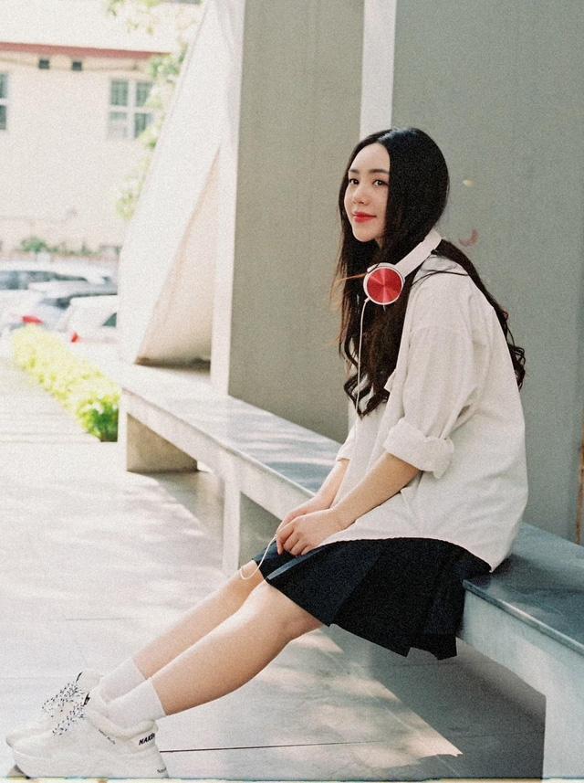 Quỳnh Kool hóa nữ sinh xinh đẹp trong bộ ảnh đón tuổi 26 - Ảnh 3.
