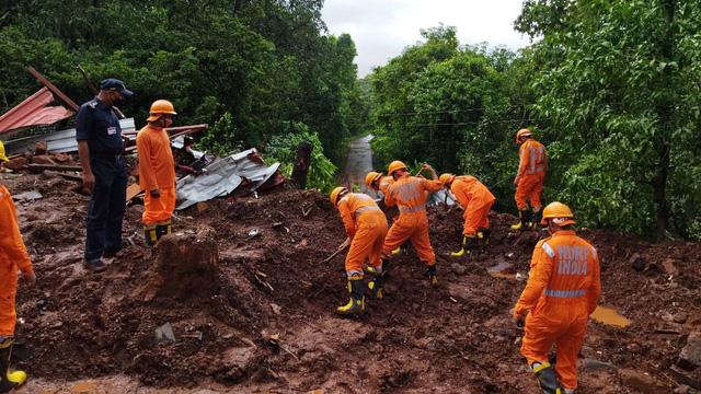 Mưa lớn gây lở đất ở miền Bắc Ấn Độ, 9 người thiệt mạng - Ảnh 1.
