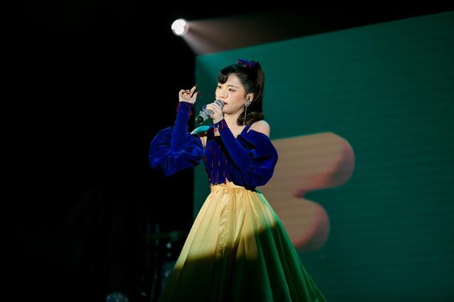 """Lột xác thành """"Beauty Queen"""" của Han Sara bất ngờ làm thay đổi thứ hạng - Ảnh 3."""