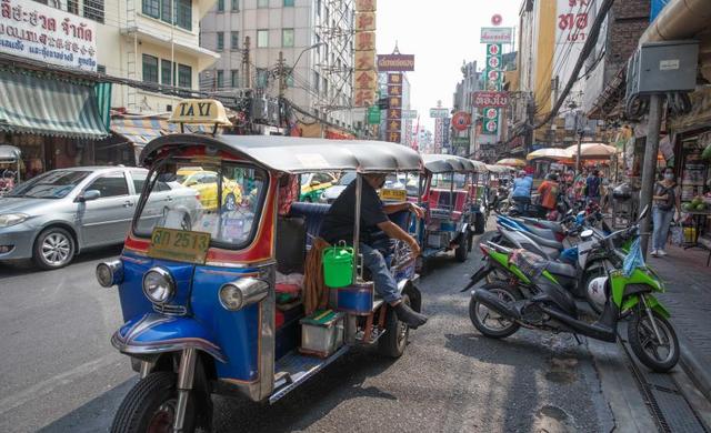 Dịch vụ xe chở khách tại Thái Lan khốn đốn vì dịch bệnh - Ảnh 1.