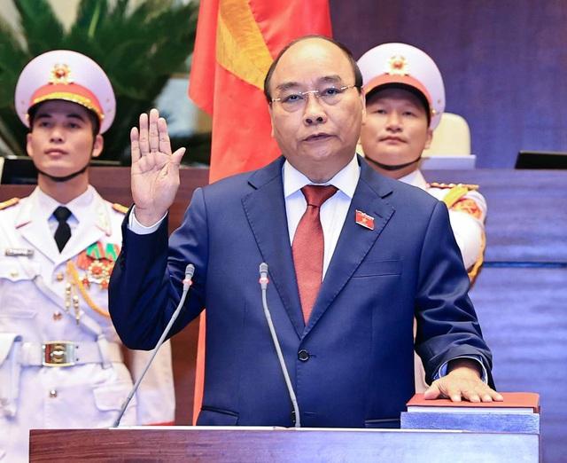 VIDEO: Chủ tịch nước Nguyễn Xuân Phúc tuyên thệ nhậm chức - Ảnh 1.