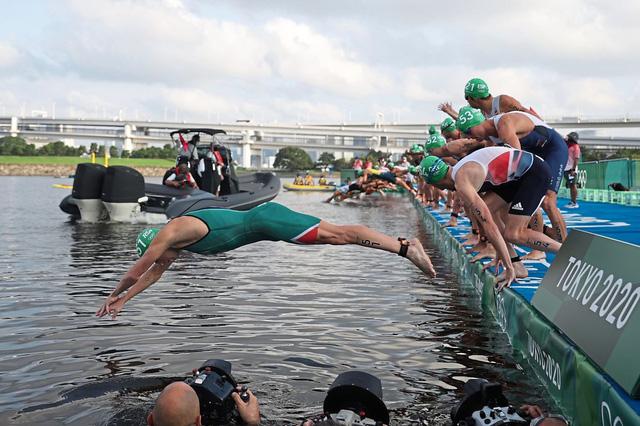 Olympic Tokyo 2020   Sự cố nguy hiểm tại nội dung 3 môn phối hợp - Ảnh 1.