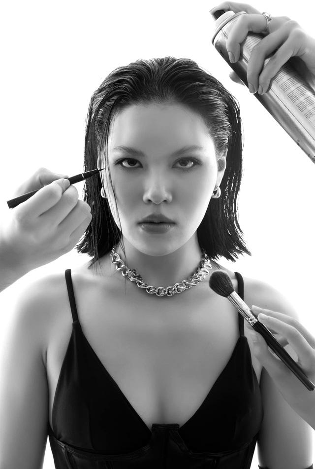 Diễn viên Ánh Tuyết Hương vị tình thân cá tính, mạnh mẽ trong bộ ảnh mới - Ảnh 1.