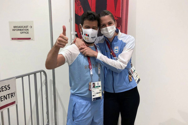 HLV cầu hôn kiếm thủ Argentina tại Olympic Tokyo 2020 - Ảnh 2.