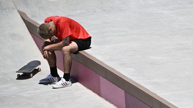 Olympic Tokyo 2020 | Pha tai nạn đau điếng của VĐV trượt ván - Ảnh 2.