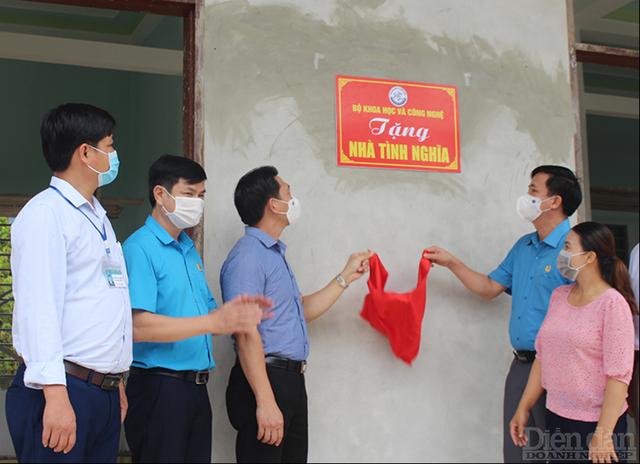 Bộ Khoa học và Công nghệ bàn giao nhà tình nghĩa tại Quảng Bình và Quảng Trị - Ảnh 1.