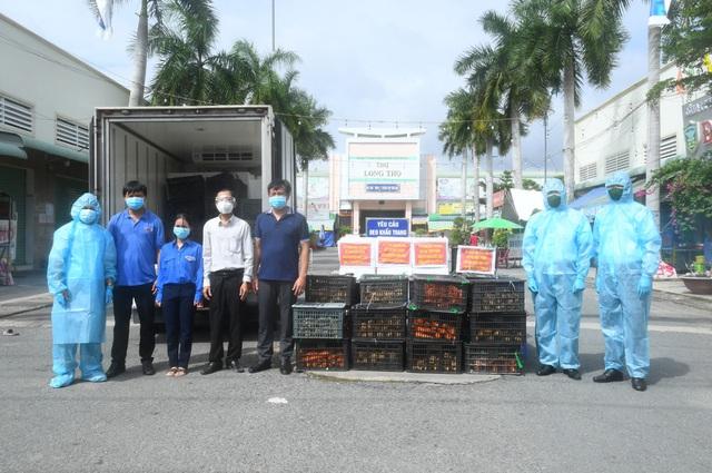 Những chuyến thực phẩm hỗ trợ nhân dân khu vực phong tỏa của Vùng 2 Hải quân - Ảnh 1.