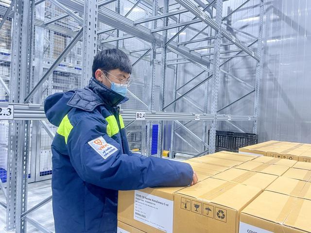 Thêm gần 660.000 liều vaccine COVID-19 của AstraZeneca về đến Việt Nam - Ảnh 3.