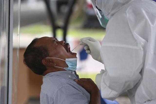 Dịch bệnh diễn biến phức tạp tại Đông Nam Á, các nước trong khu vực đẩy mạnh tiêm vaccine - Ảnh 1.