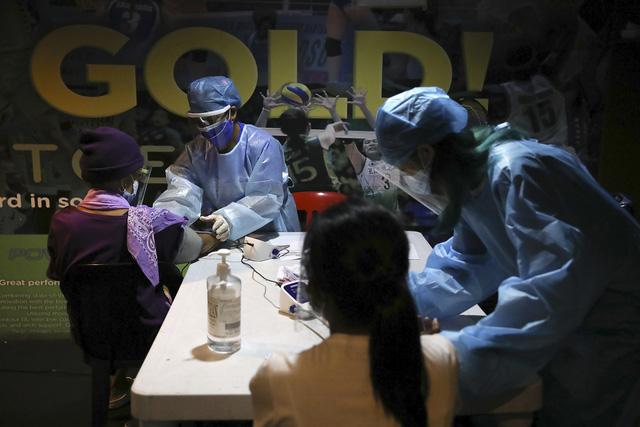 Dịch bệnh diễn biến phức tạp tại Đông Nam Á, các nước trong khu vực đẩy mạnh tiêm vaccine - Ảnh 2.