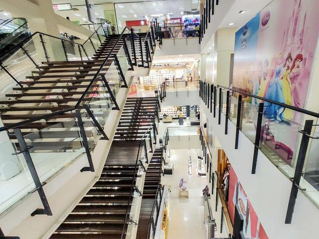 Mặt bằng bán lẻ trung tâm thương mại kêu trời vì COVID-19 - Ảnh 1.