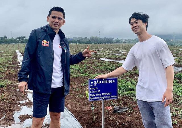 Cầu thủ Hoàng Anh Gia Lai đi trồng sầu riêng - Ảnh 2.