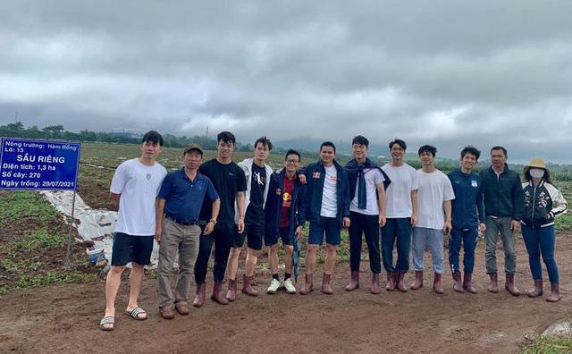 Cầu thủ Hoàng Anh Gia Lai đi trồng sầu riêng - Ảnh 12.