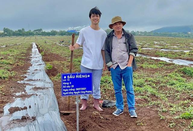 Cầu thủ Hoàng Anh Gia Lai đi trồng sầu riêng - Ảnh 3.