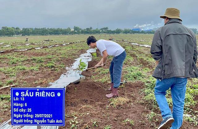 Cầu thủ Hoàng Anh Gia Lai đi trồng sầu riêng - Ảnh 6.