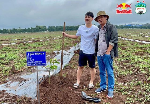 Cầu thủ Hoàng Anh Gia Lai đi trồng sầu riêng - Ảnh 7.