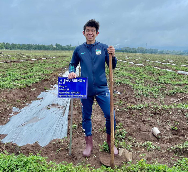 Cầu thủ Hoàng Anh Gia Lai đi trồng sầu riêng - Ảnh 8.