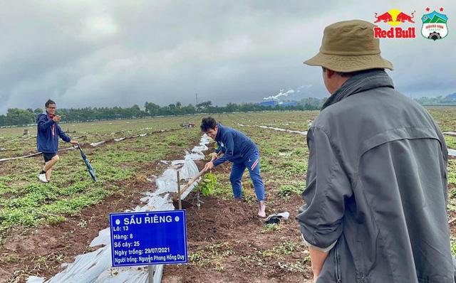 Cầu thủ Hoàng Anh Gia Lai đi trồng sầu riêng - Ảnh 9.
