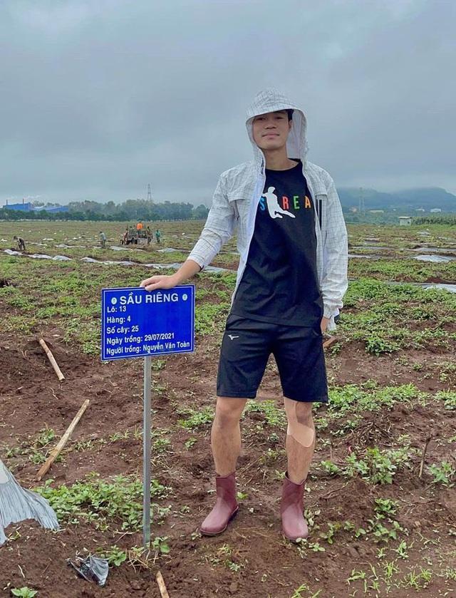 Cầu thủ Hoàng Anh Gia Lai đi trồng sầu riêng - Ảnh 10.