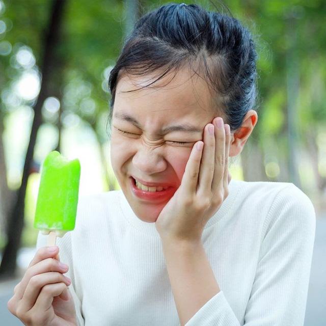 4 dấu hiệu cho thấy bạn đang đánh răng sai cách - Ảnh 2.