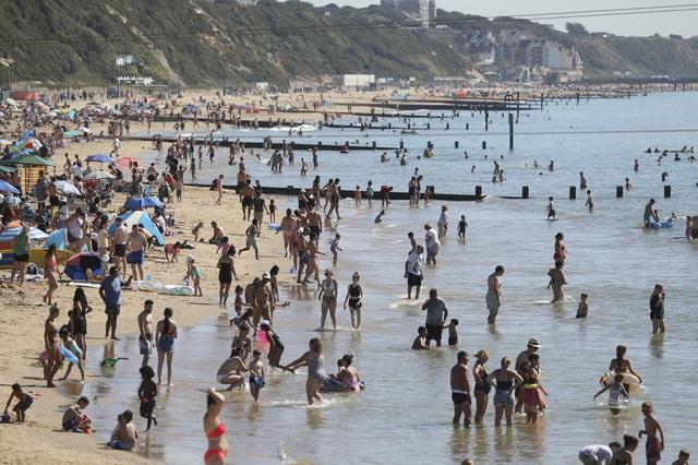 Nhiệt độ mùa hè ở Anh có thể thường xuyên chạm ngưỡng 40°C - Ảnh 1.