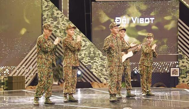 Diễn viên Anh Vũ, ca sĩ Thu Thủy khuấy động Chúng tôi chiến sĩ - Ảnh 2.