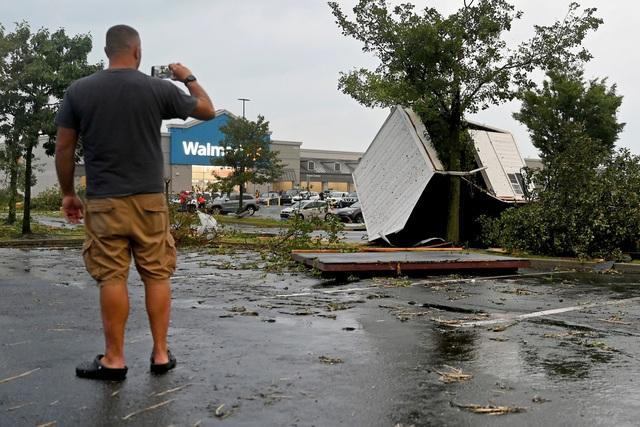 Lốc xoáy dữ dội hiếm gặp tràn qua miền Đông Pennsylvania, ít nhất 5 người bị thương - Ảnh 1.