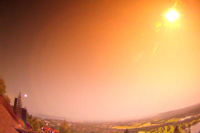 Cận cảnh, thiên thạch phát nổ sáng rực bầu trời ở Na Uy - ảnh 1