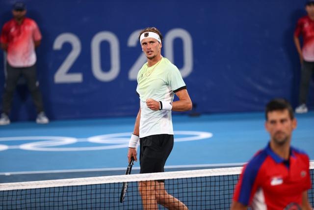 Thua Zverev, tay vợt số 1 thế giới Djokovic chia tay giấc mơ vàng Olympic - Ảnh 2.