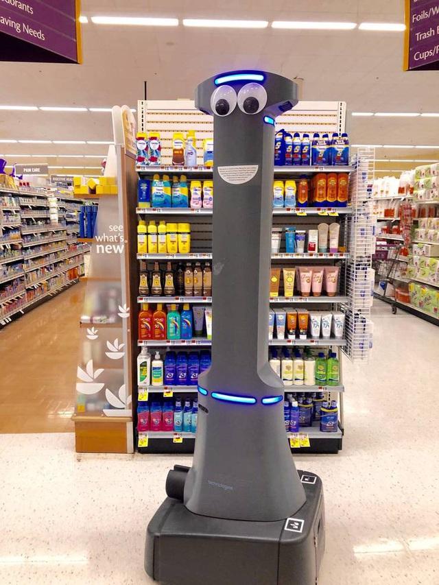 Robot giám sát vệ sinh phòng dịch tại siêu thị - ảnh 1