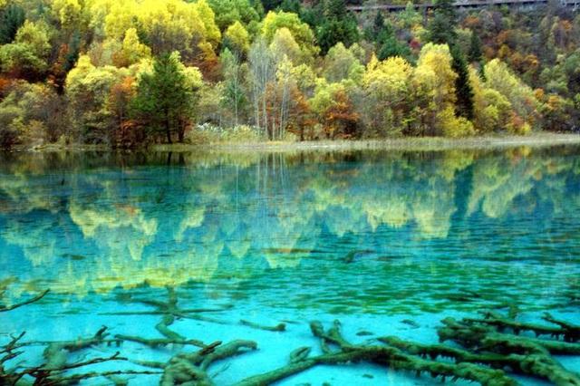Mãn nhãn trước 10 hồ nước lộng lẫy trên thế giới - ảnh 7
