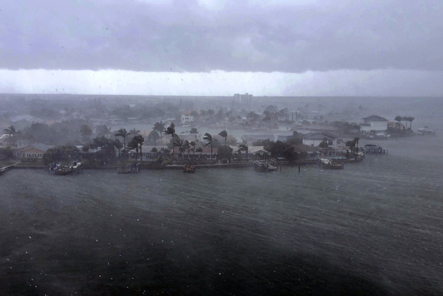 Bão nhiệt đới Elsa mạnh lên khi đổ bộ vào bang Florida, có thể gây ra lũ lụt và lốc xoáy - Ảnh 1.