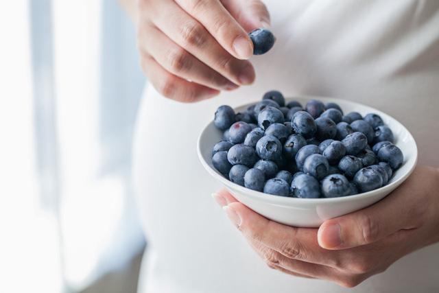 4 công dụng không thể bỏ qua của việt quất với phụ nữ có thai - Ảnh 1.