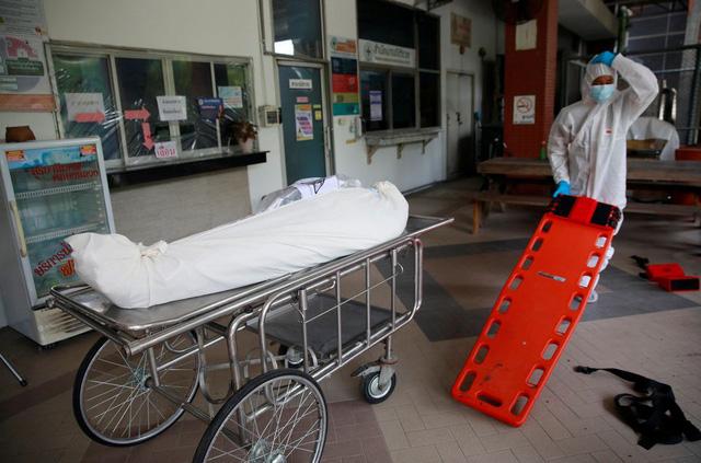 Nhà xác quá tải, Thái Lan phải dùng container đông lạnh chứa thi thể nạn nhân COVID-19 - Ảnh 2.